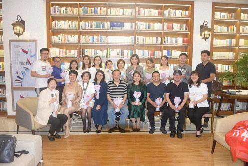 江西财大总裁班母亲节朗读者沙龙丨为你读诗——献礼亲爱的妈妈1040.jpg