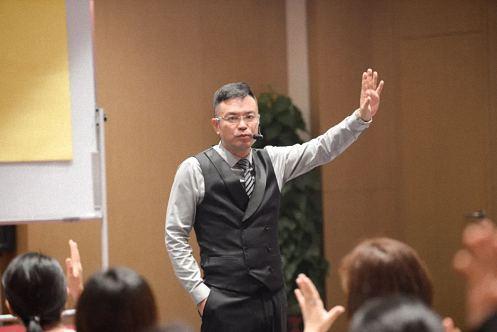 【学院动态】江西财经大学EMBA总裁班学习沙龙——《智慧父母》公益讲座222.jpg